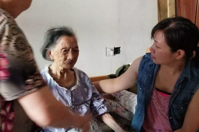 Ling and Grandma(1)